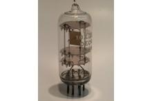 COLLECTORS RADIO QUARTZ CRYSTAL 10X/ZEA/420 420Khz GLASS OBJET D'ART ! fbb19c3